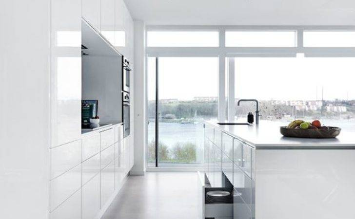 Airy Welcoming All White Kitchen Designs Digsdigs
