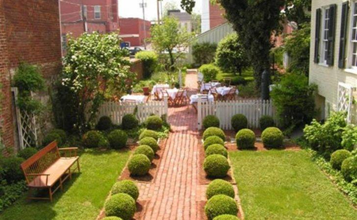 Amazing Small House Gardens Design Inspiration