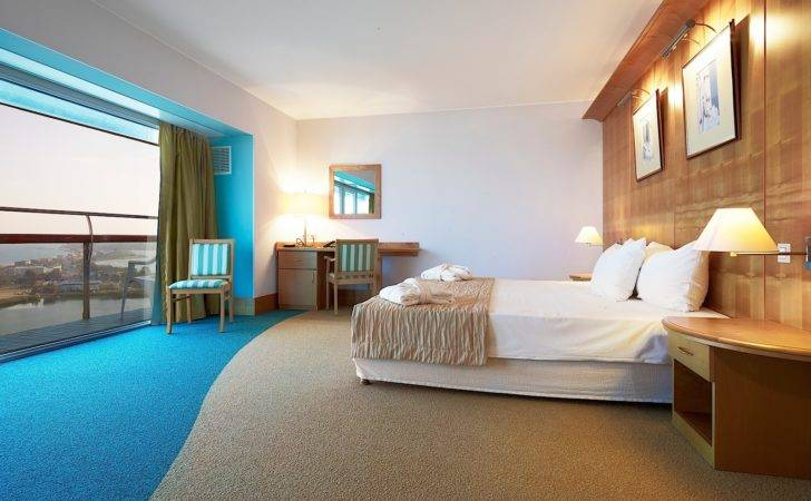 Beautiful Hotel Rooms Offer Homes Alternative
