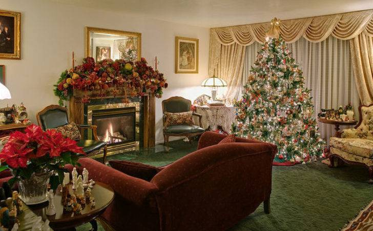 Beautifully Living Room Decorated Christmas