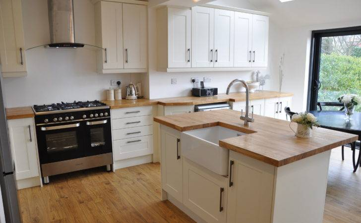Bella Shaker Alabaster Kitchen Solid Oak Worktops
