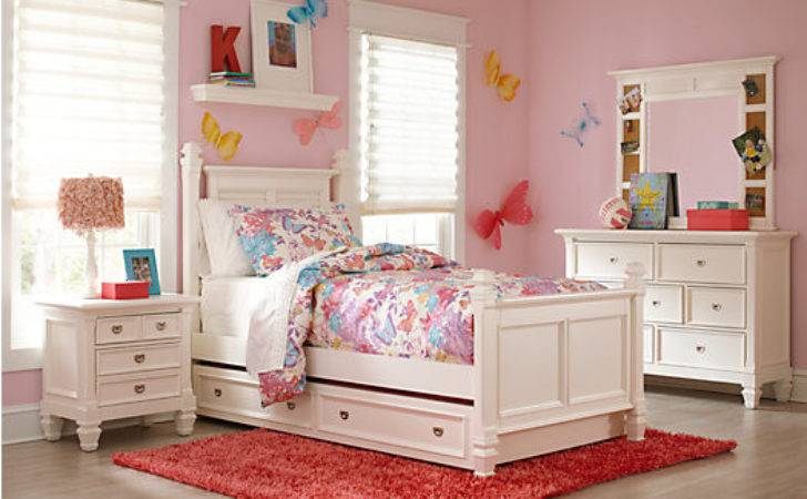Belmar White Poster Bedroom Sets
