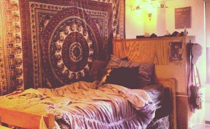 College Dorm Room Wall Tapestry Design Ideas