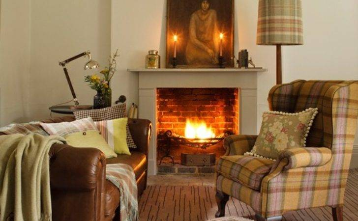 Country Living Room Plaid Accents