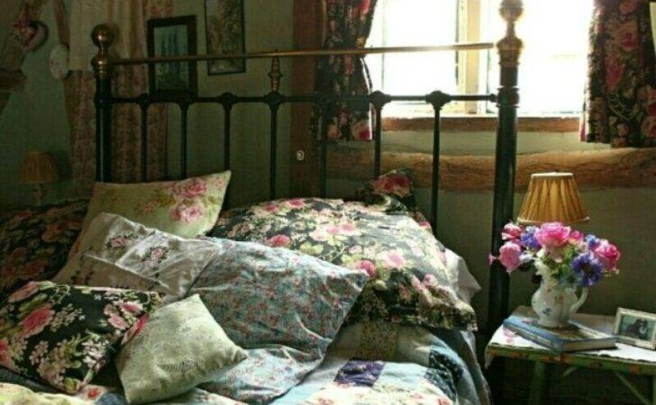 English Country Style Cosy Bedroom