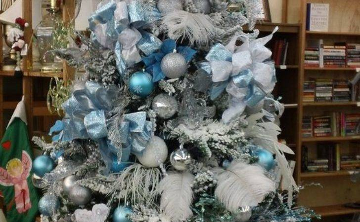 Frosty Blue White Christmas Cor Ideas Digsdigs