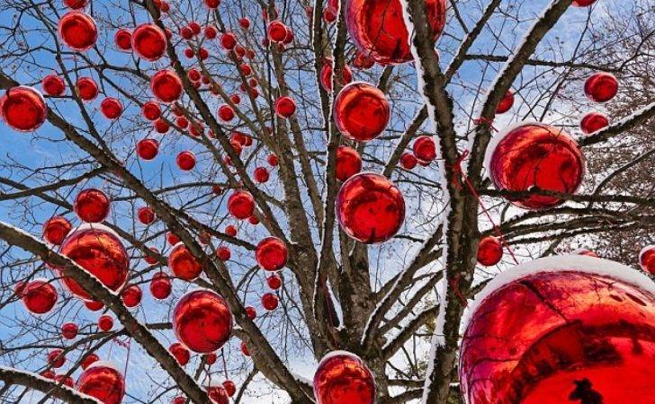 Giant Baubles Storming Onto Our Christmas Trees
