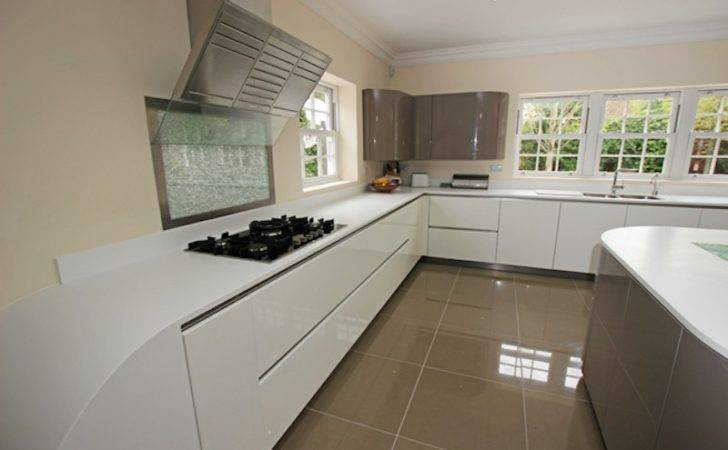 Gloss Curved Kitchen