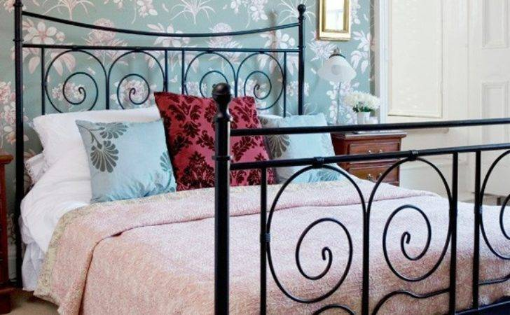 Hang Feature Glamorous Bedroom Decorating
