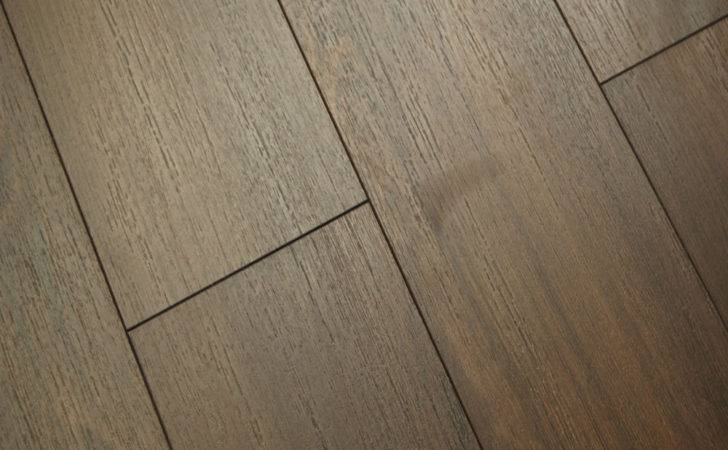 Kaindl Premium Narrow Laminate Flooring Pallet Oak
