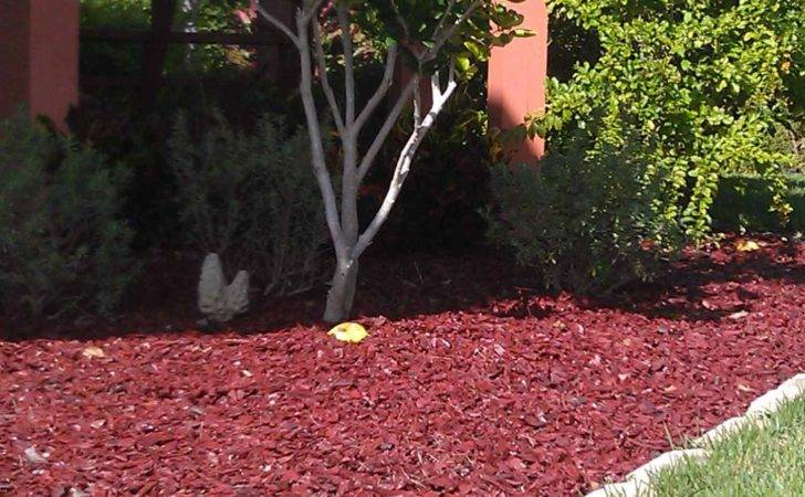 Landscaping Red Mulch Using Coloured Gravel Back