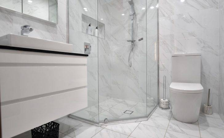 Make Your Small Bathroom Look Large These Easy Tips