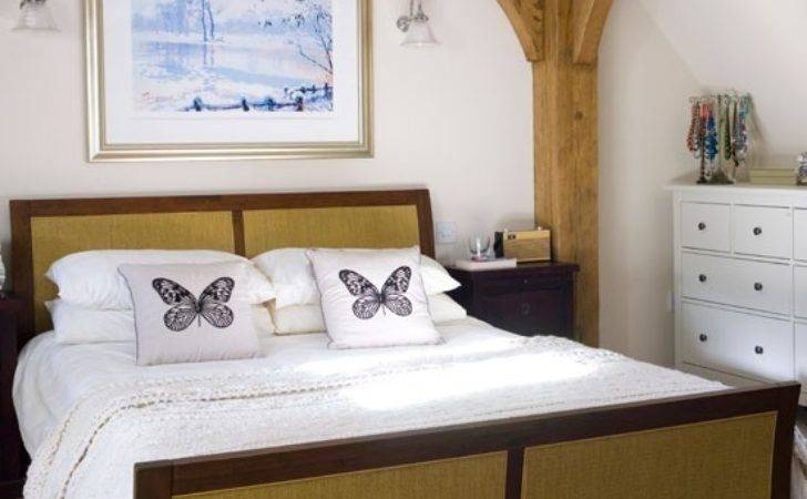 Modern Country Bedroom Decorating Idea