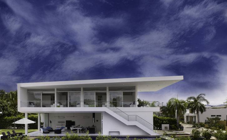 Modern Home Sharp Lines Lifts Colombian