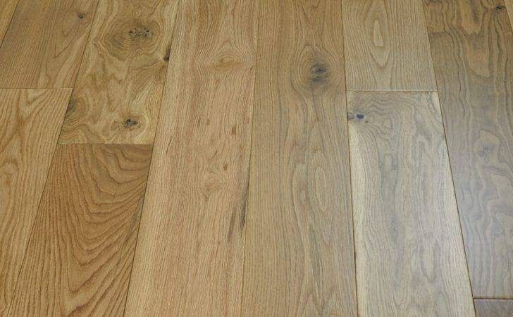Old Country Natural Oak Lacquered Engineered Wood Flooring