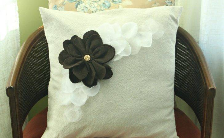 Pillowpalooza Petal Pillow