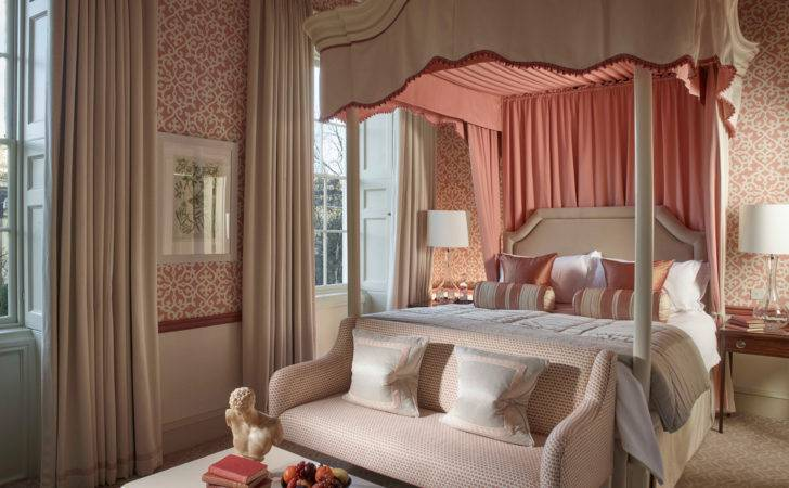 Pink Four Poster Bedroom Exclusive