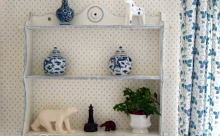 Shabby Chic Distressed Paint Effect Shelves