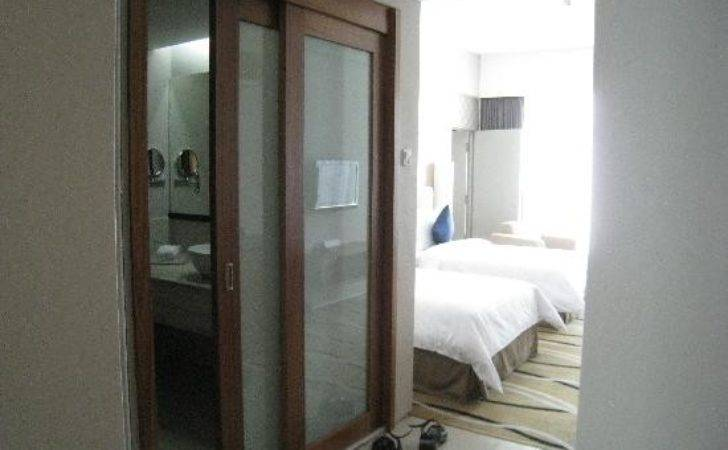 Sliding Door Bathroom Zenith Hotel