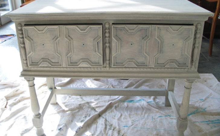 Tips Distressing Furniture Using White Spray Paint