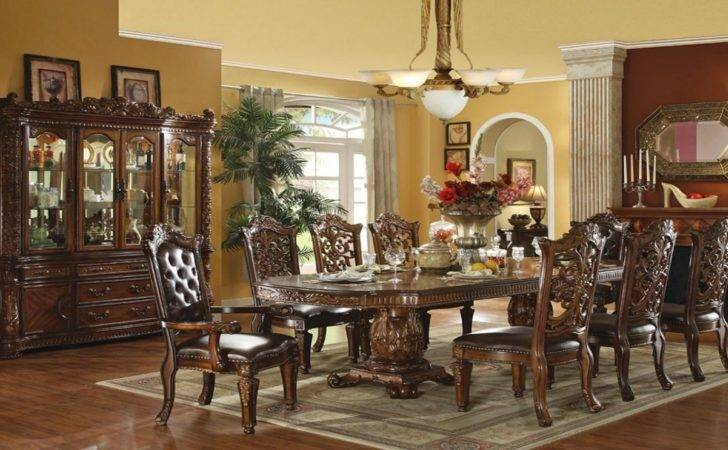 Traditional Dining Room Sets