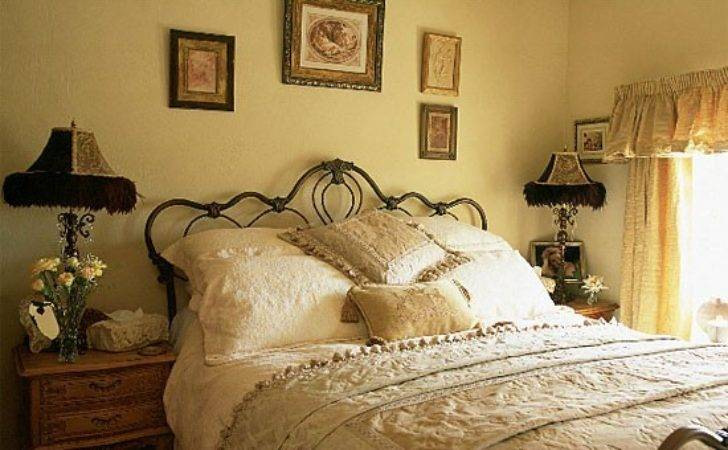 Vintage Bedroom Furniture Decorating Ideas