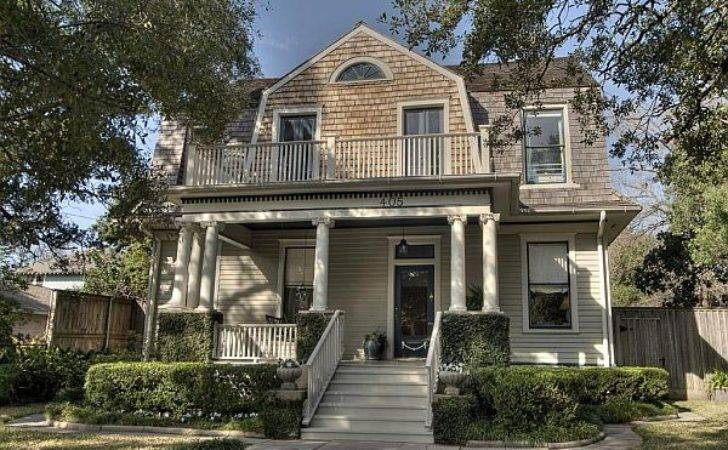 Welcoming Dutch Colonial Home Texas