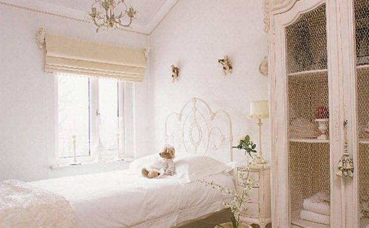 White Vintage Bedroom Furniture Decorating